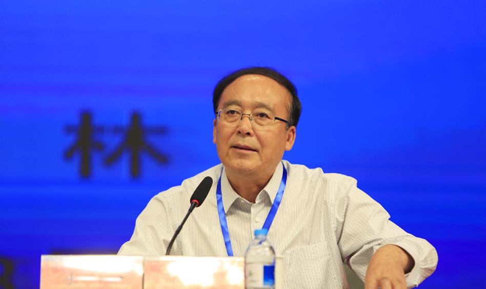 黑龙江省社会科学院院长朱宇主持主题演讲第一阶段