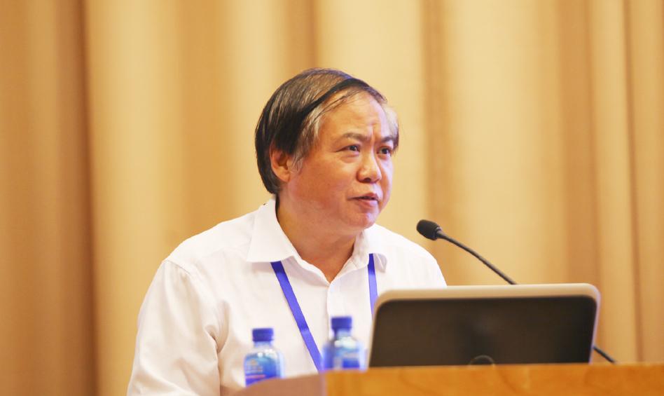 贵州省社会科学院院长吴大华主持学术报告环节