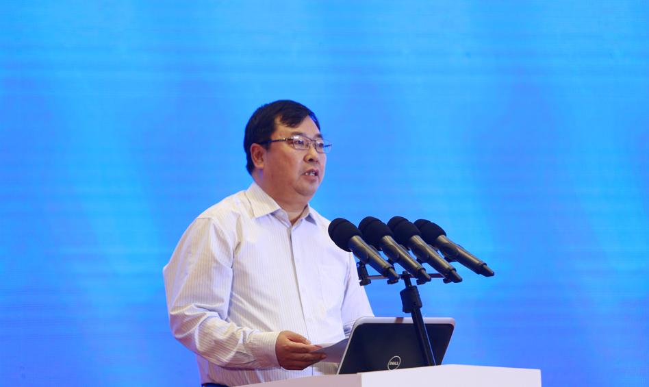 河北省社会科学院党组书记、院长康振海作主题演讲