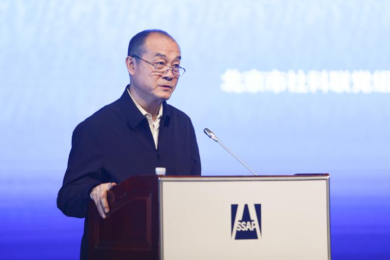 北京市社科联党组成员、副主席,北京市社科规划办副主任荣大力作主题演讲