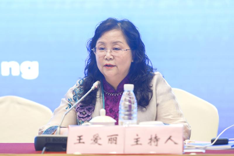 黑龙江省社会科学院副院长王爱丽主持闭幕式环节