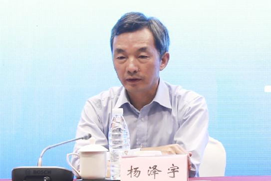 云南大学党委常委、副校长杨泽宇做总结讲话