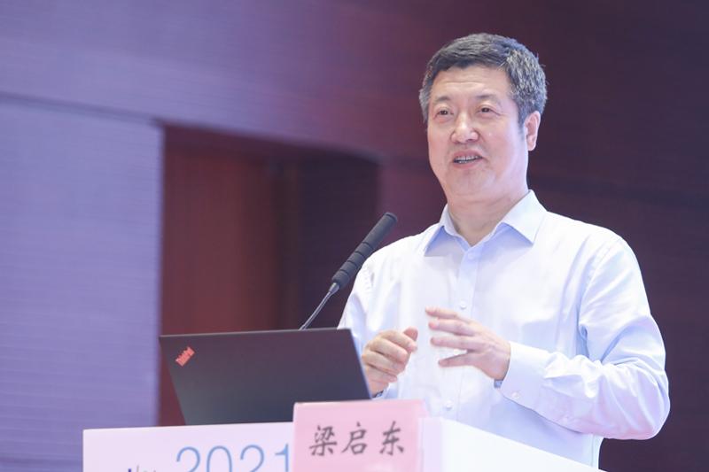 辽宁社会科学院副院长梁启东作主题演讲