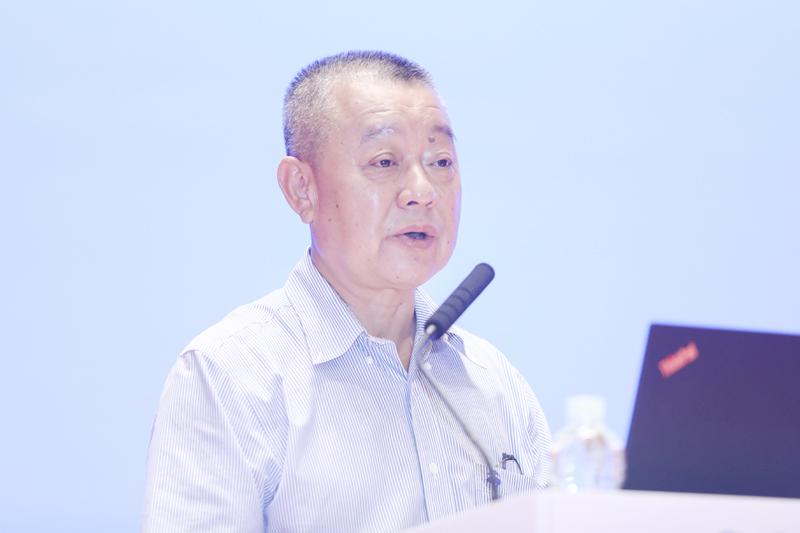 中国出版协会副理事长、中国社会学会秘书长、皮书品牌创始人谢寿光作主题演讲